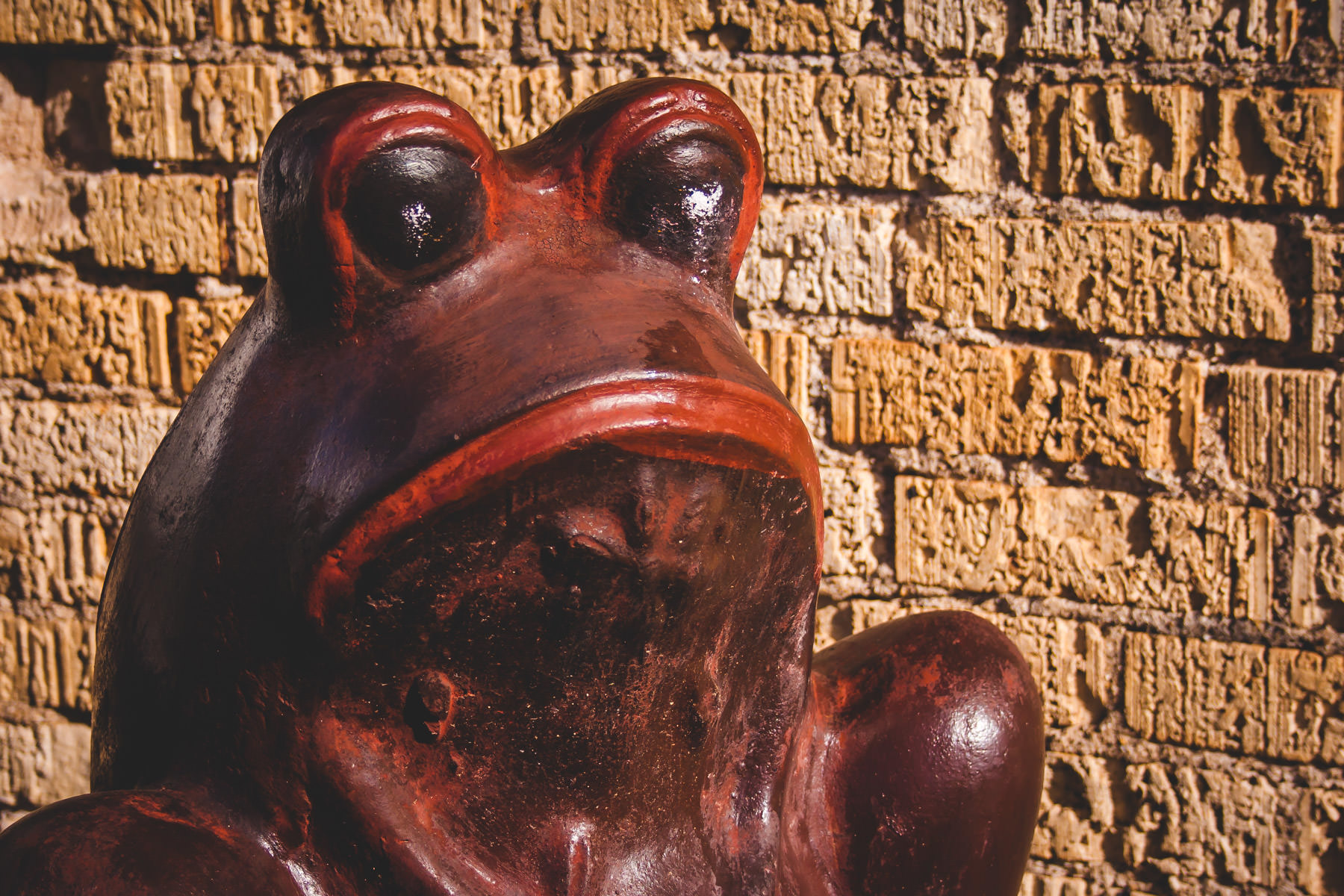 A ceramic frog in McKinney, Texas.