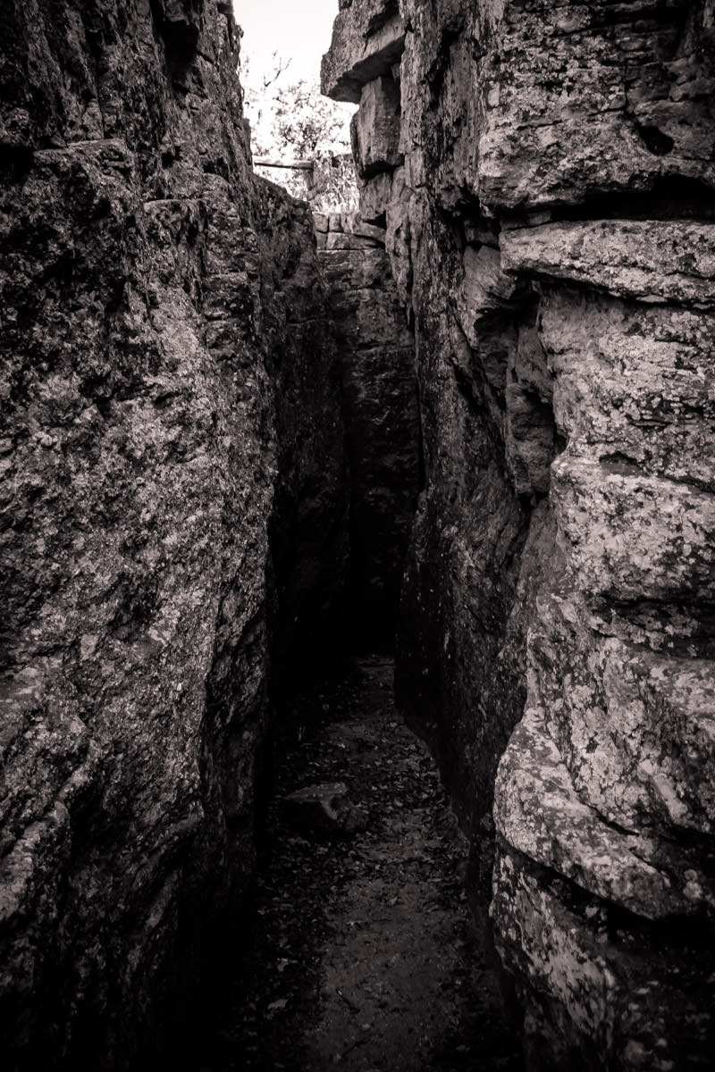 A claustrophobic crevice between two rocks at Lake Mineral Wells State Park, Texas.