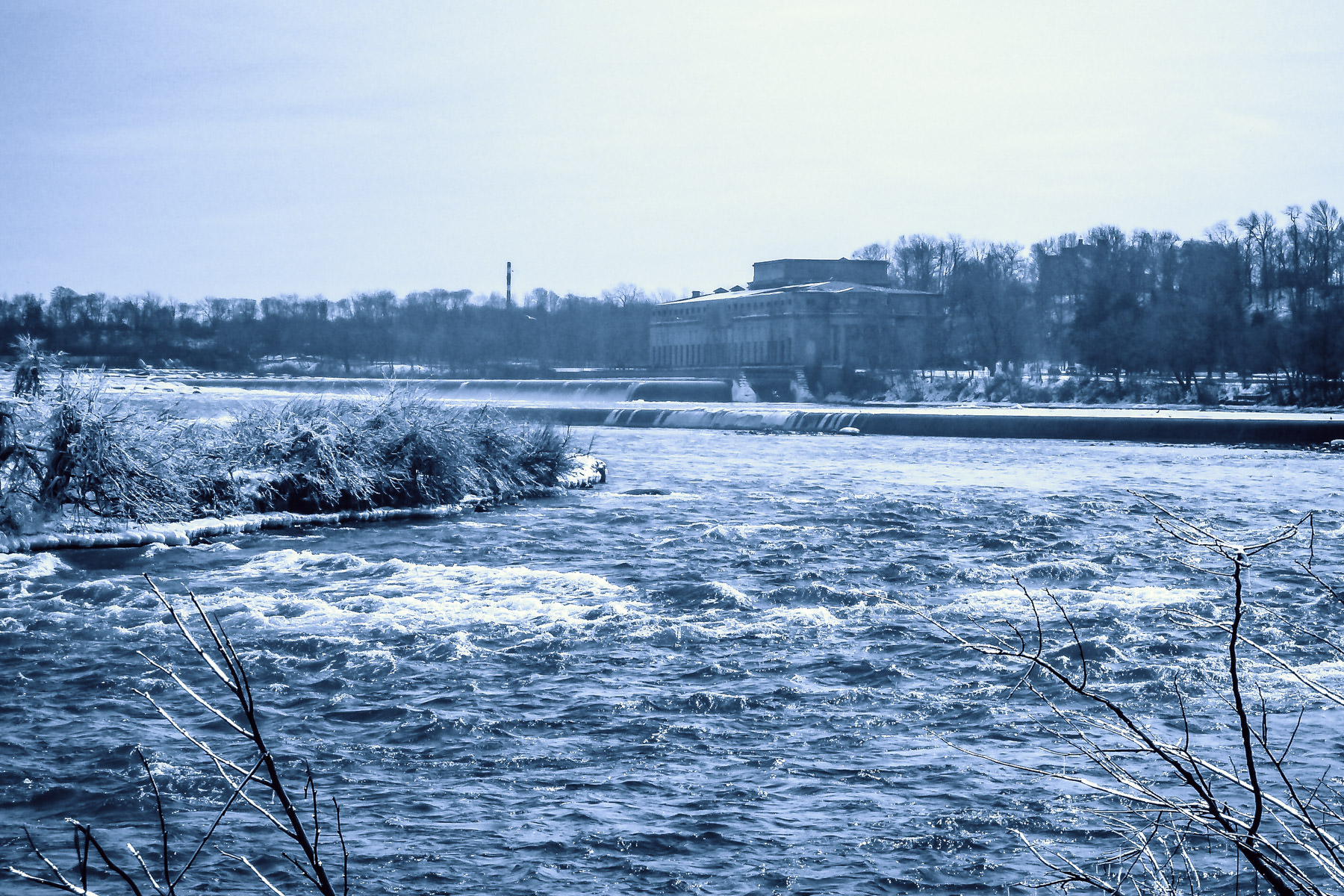 Upriver of Niagara Falls, looking east from Ontario to New York.