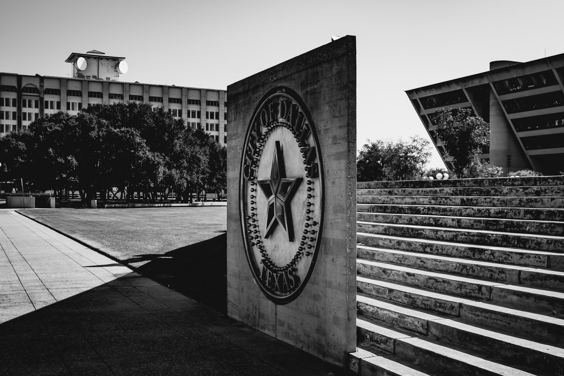 The seal of the City of Dallas in front of the I.M. Pei-designed city hall.