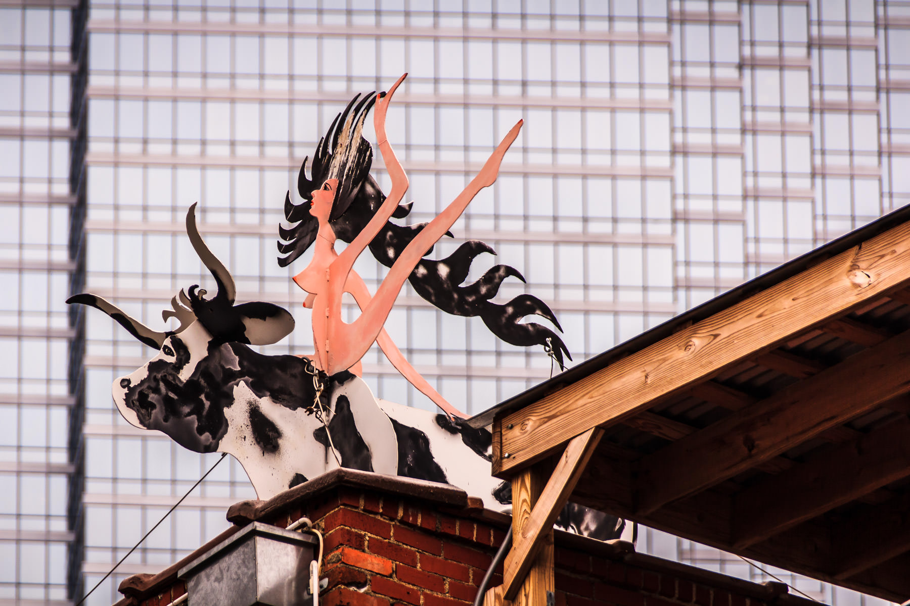 This sculpture was spotted atop the offices of SMR Landscape Architects in Downtown Dallas.