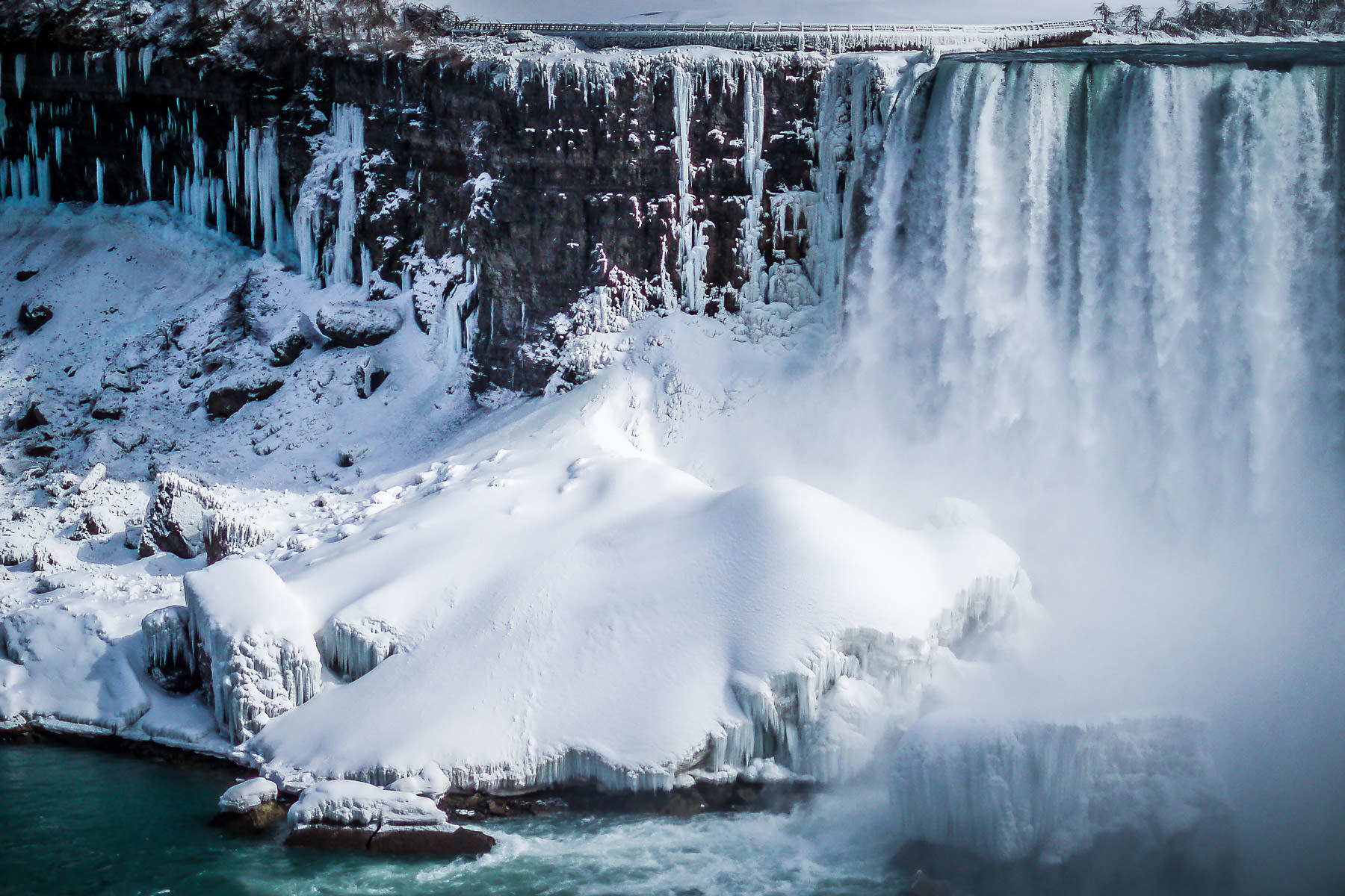 The American Falls at Niagara Falls, frozen in the winter of 2006.