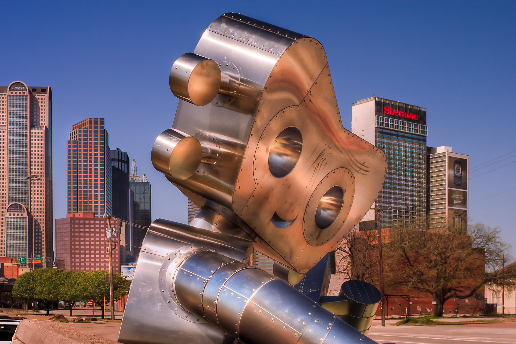 Dallas' Traveling Man sculpture in Deep Ellum.