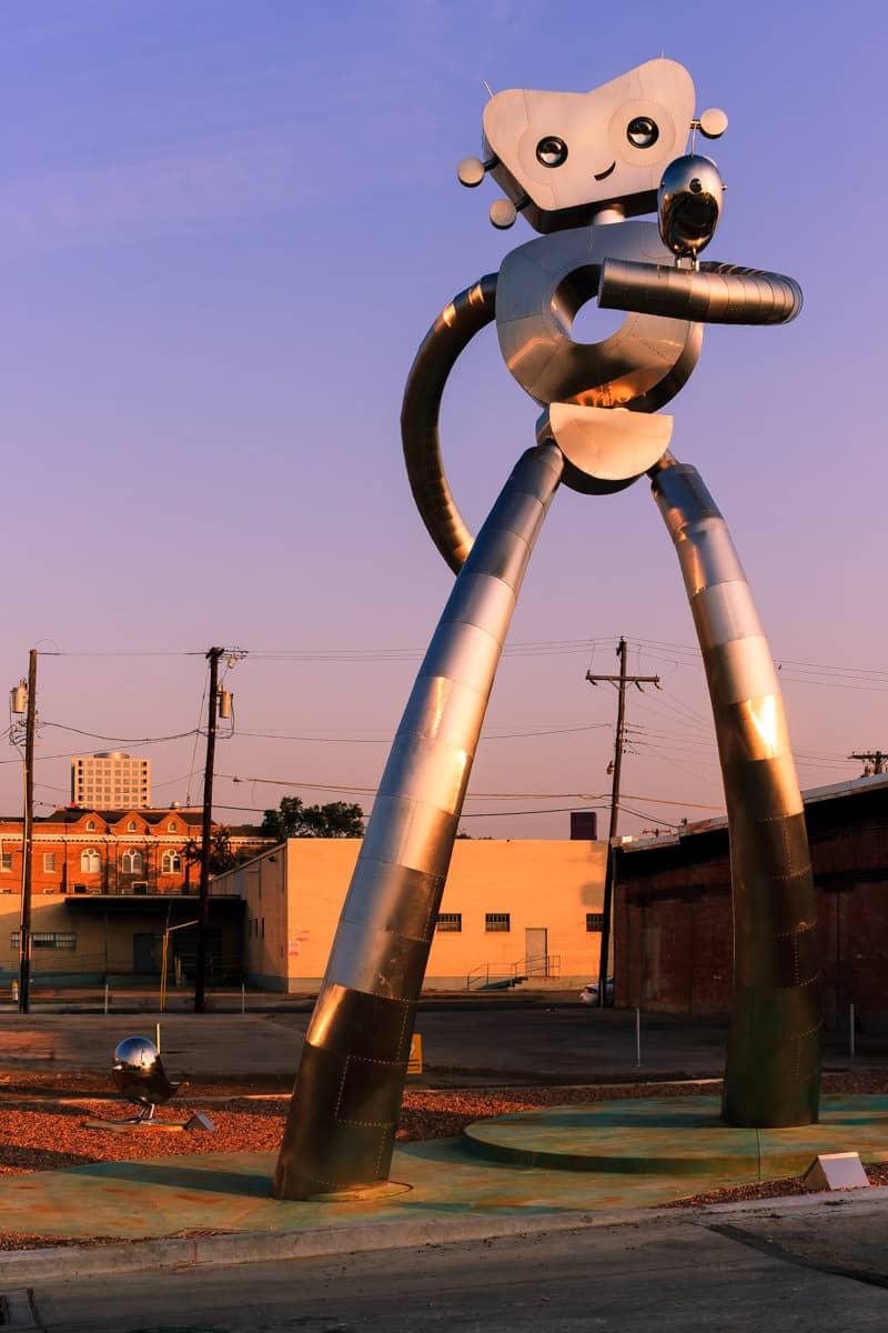 Dallas' Traveling Man sculpture in Deep Ellum.