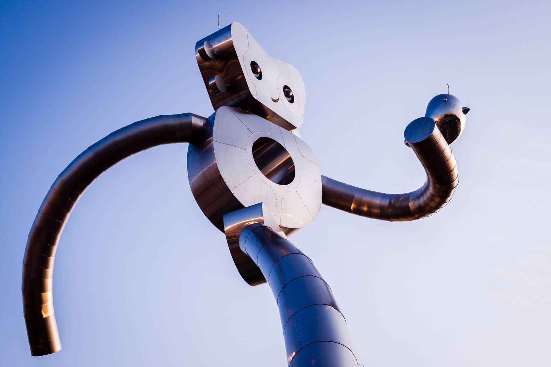 Deep Ellum's Traveling Man sculpture, Dallas.