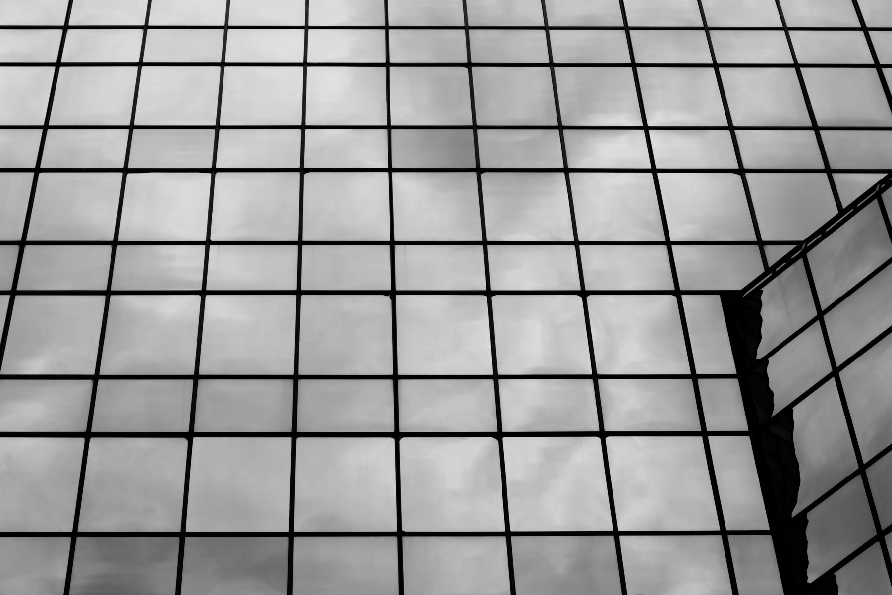 Architectural detail of windows on a skyscraper in Downtown Fort Worth, Texas.