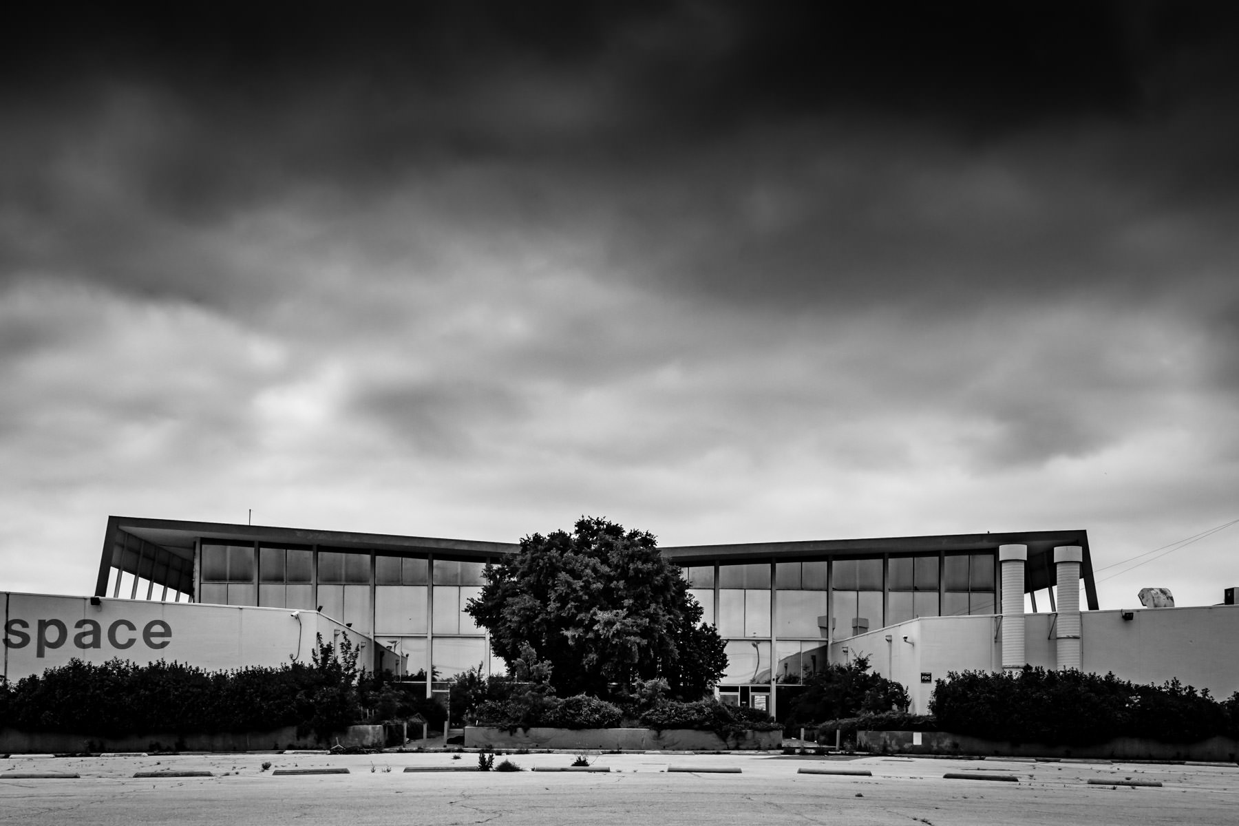 The abandoned Dalfort Aerospace headquarters (formerly Braniff Airlines' Global Operations Center), on the outskirts of Love Field, Dallas, Texas.
