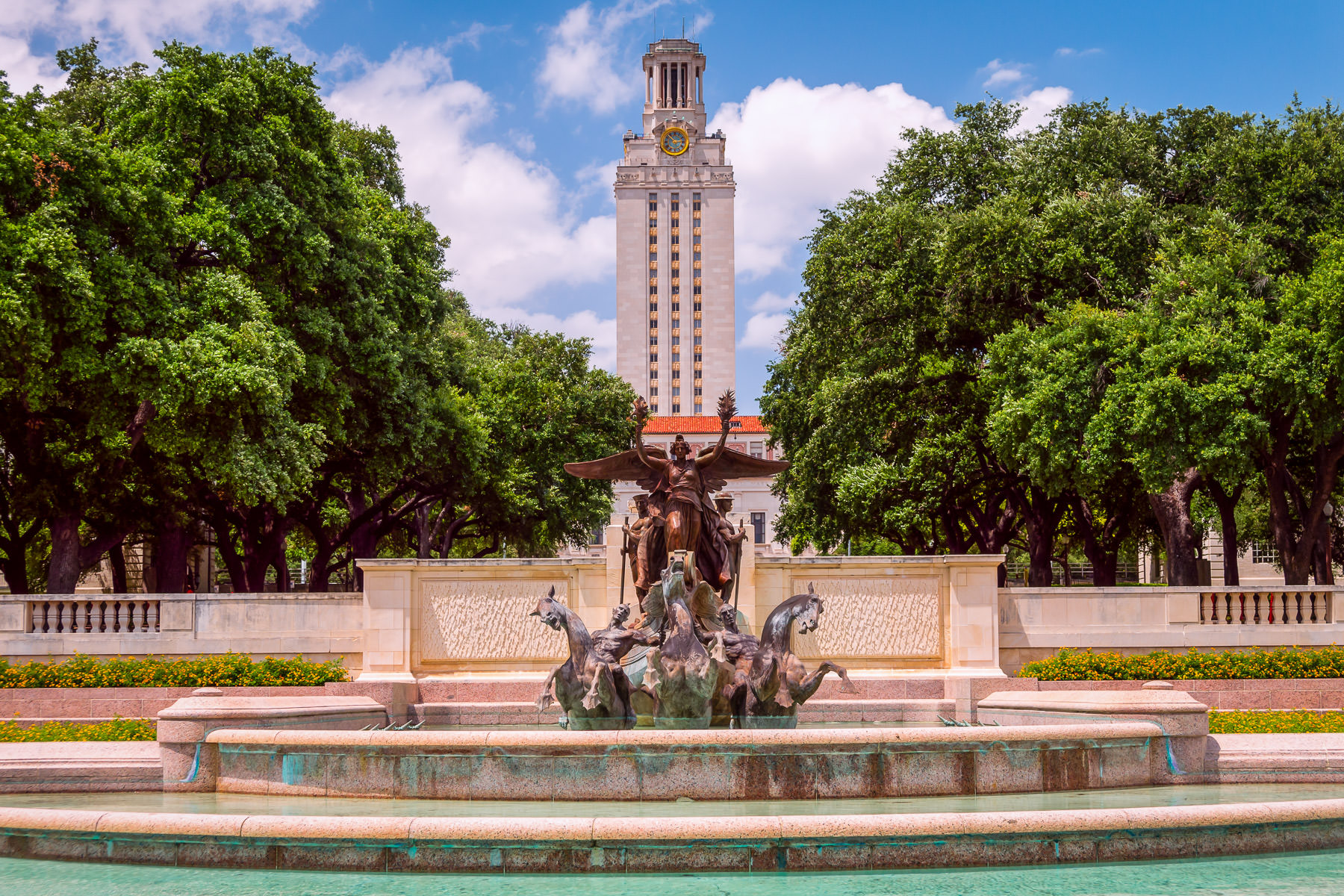 The Littlefield Fountain—a memorial to University of Texas students and alumni who died in World War I sculpted by Pompeo Coppini—is overshadowed by the University's Main Building in Austin.