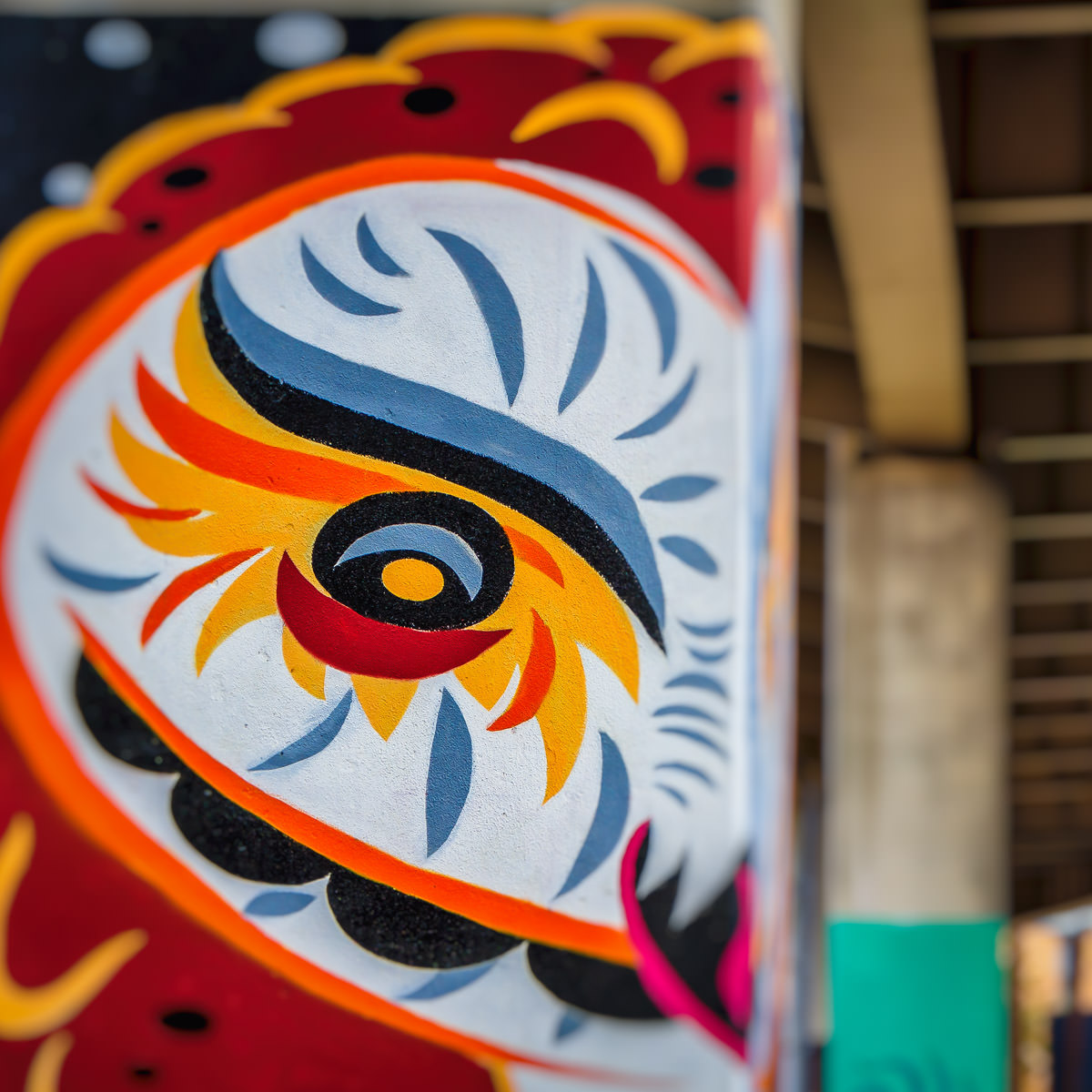 A mural on a freeway support column under I-345 (an unsigned Interstate that connects Interstate 45 with US 75 on the east side of Downtown Dallas) near Deep Ellum.