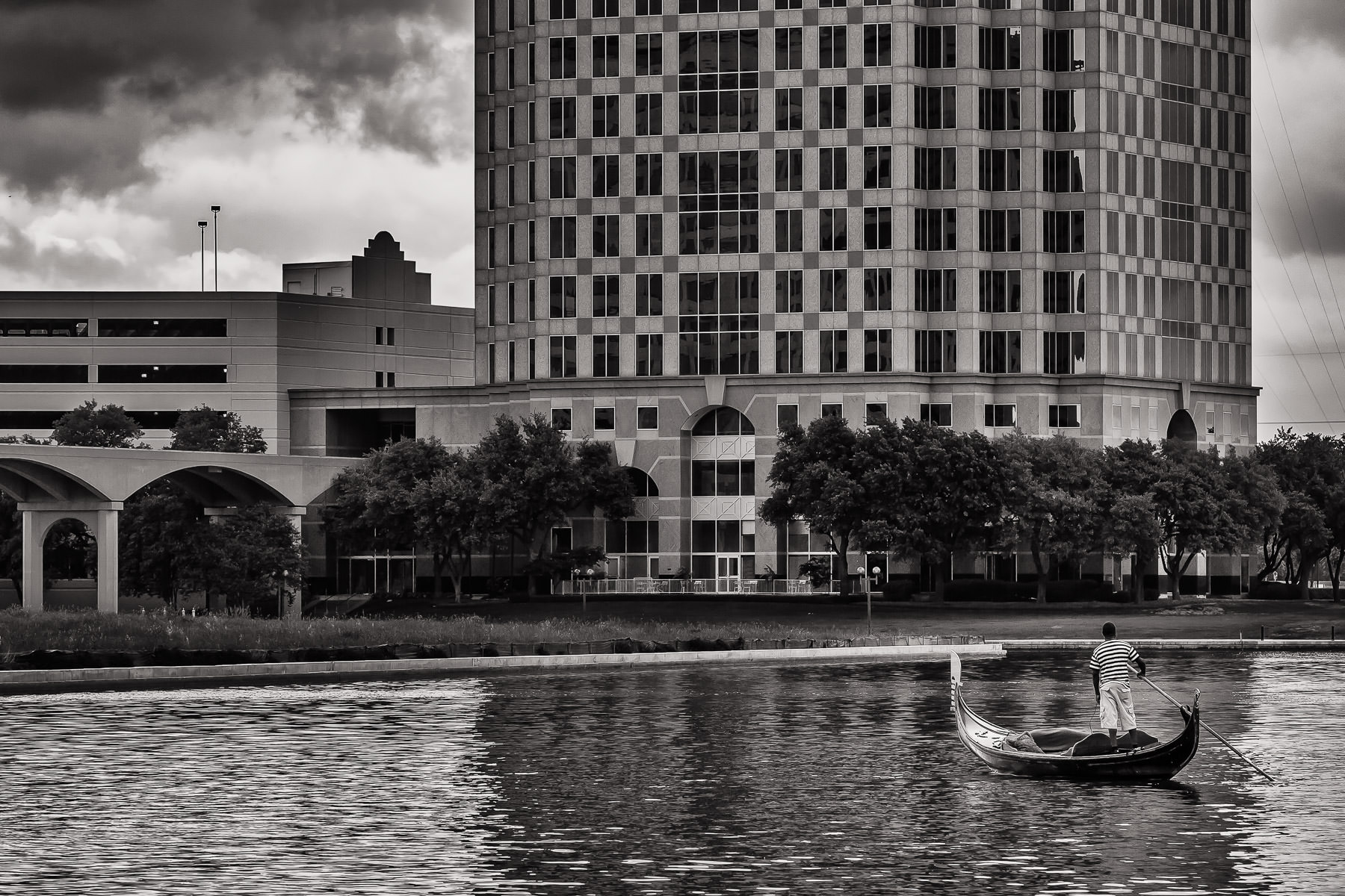 A gondolier maneuvers his boat over Lake Carolyn in Las Colinas, Irving, Texas.