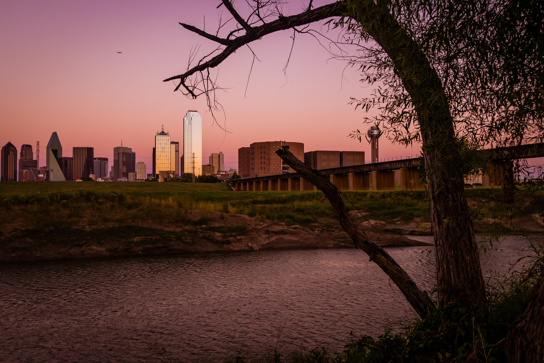 The last light of the day illuminates the Dallas skyline.