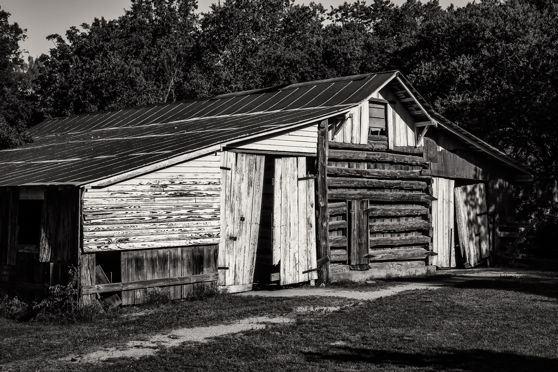 An old, dilapidated barn at Penn Farm, Cedar Hill State Park, Texas.
